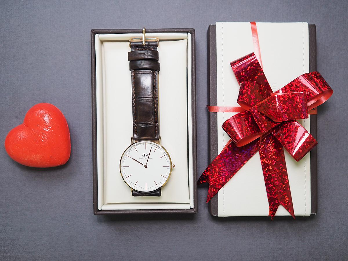 часы в подарок примета