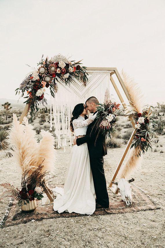 Примерять платье перед свадьбой можно или нет