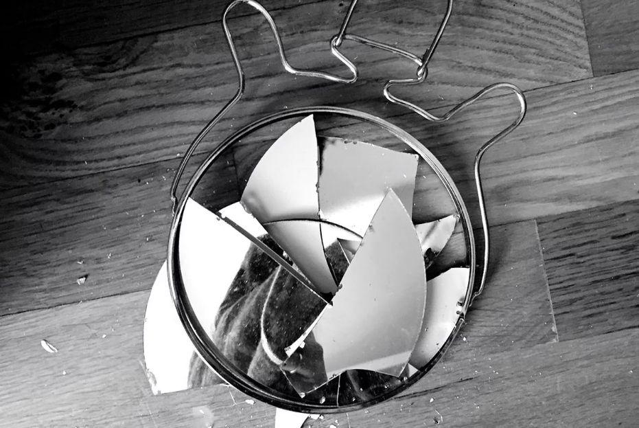 разбитое зеркало примета